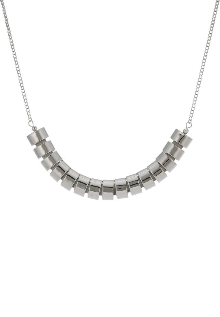 44ed3e45, collares, collar plateado, collar plata, tendencia otono, accesorios mujer, paula echevarría, paula echeverria