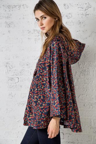 5d2900e8, moda otoño, capa de lluvia, estampado de flores, capa, ropa de otono